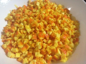taiem coaja de portocale bucati