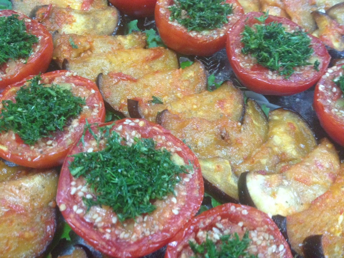 Roșii umplute  în varianta raw vegana